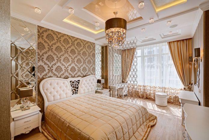Коричневые стены в спальне в классическом стиле
