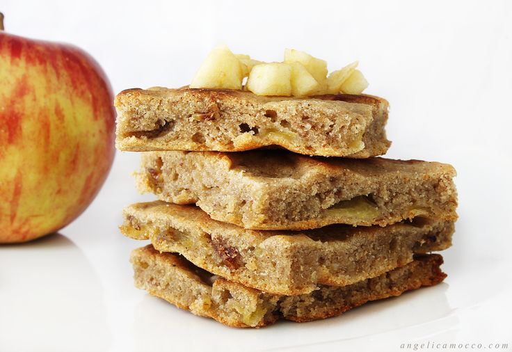 Le focaccine alle mele sono dei dolcetti vegani morbidi e gustosi, ideali per la prima colazione e la merenda. Sono senza glutine, senza uova e latticini.