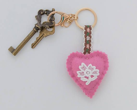 Vintage pink keychain handmade, made in Greece, Hellas, key charm, wool felt heart, brown floral ribbon, etsy, etsy finds, etsy gifts, gift, gift ideas, pink, lace, flower
