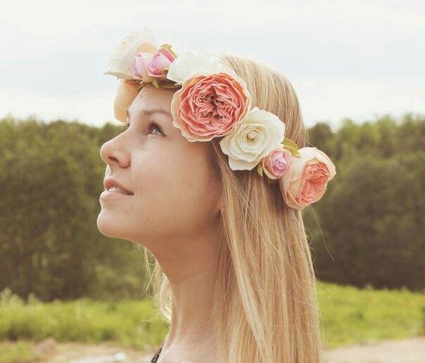 Цветочный венок из пионов и роз.
