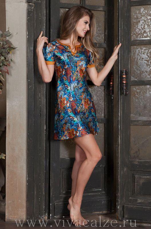 15135 Туника Состав: 100% натуральный шелк  Коллекция YESENIA.  Оригинальная туника Mia-Mia полуприлегающего силуэта из натурального шелка с фантазийным принтом.