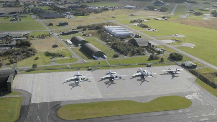 Kostnadene til den nye kampflybasen på Ørland kan bli tre til fire milliarder høyere enn planlagt. Stortingspolitiker krever alle tall på bordet umiddelbart.