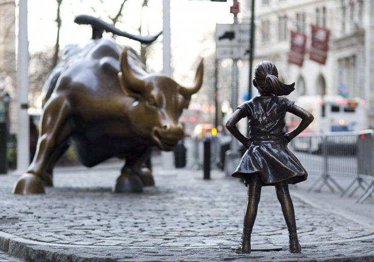 """Doveva essere un'installazione temporanea e invece """"Fearless Girl"""", la bimba senza paura, la statua in bronzo che"""