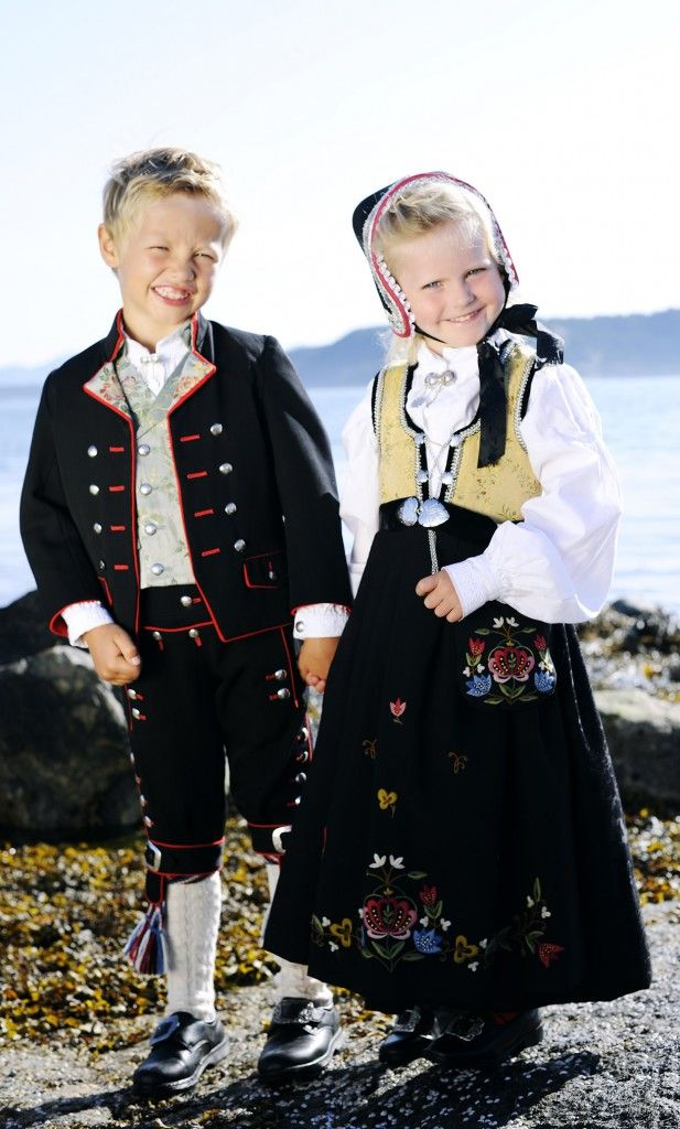 """Barnebunader NORWAY. Maybe I can make my kids wear this. I think this is the """"Jelsa"""" pattern."""