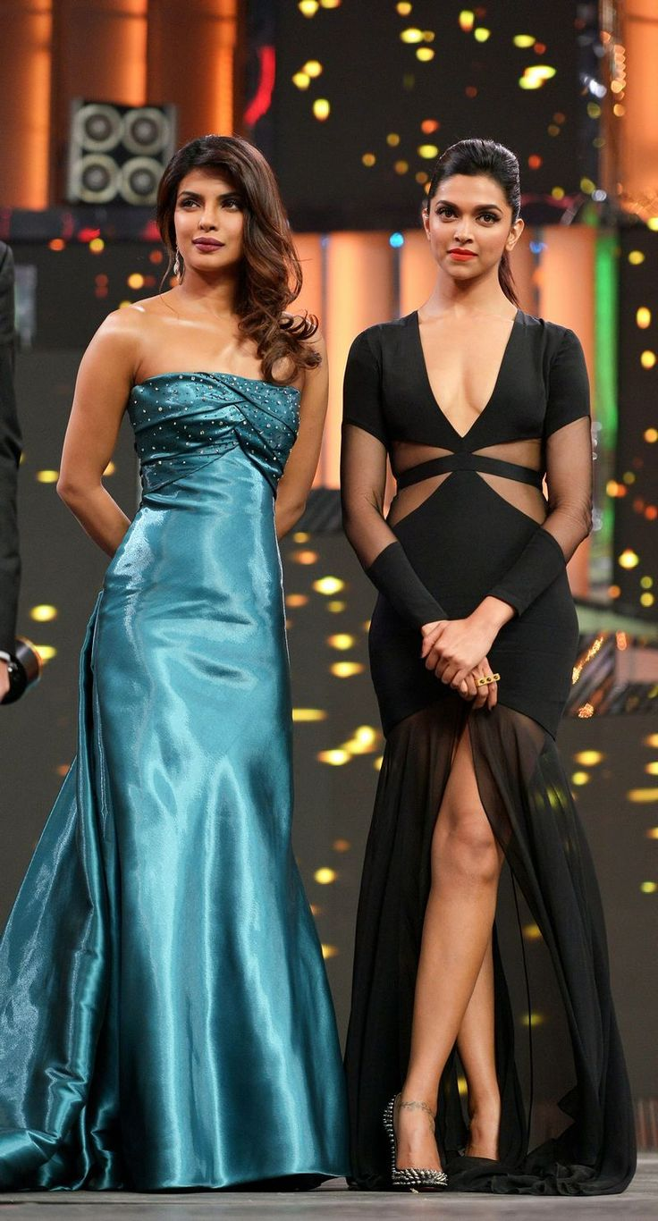Priyanka Chopra with Deepika Padukone at the 58th Idea Filmfare Awards in 2013.