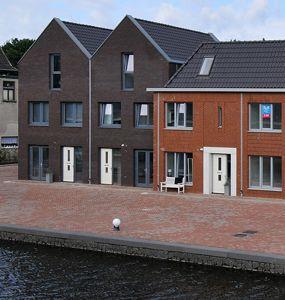 #Apeldoorn - De Vlijtsekade - Kadewoningen en stadswoningen aan het water met een royale tuin. #nieuwbouw #bouwfonds