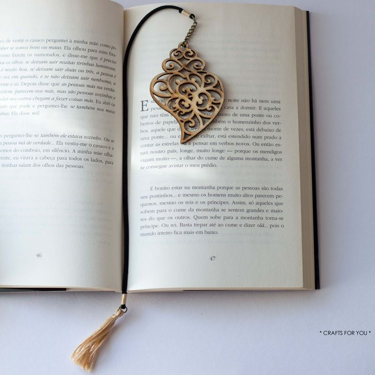 """Bookmark """"Coração de Viana""""-Status: available."""