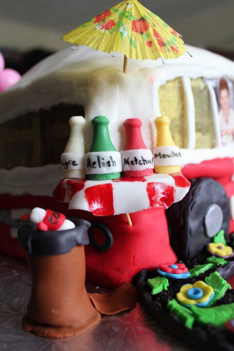 Food Stand Truck Cake.2