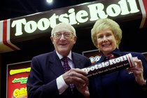 Melvin J. Gordon, Who Ran Tootsie Roll Industries, Dies at 95 by STEPHANIE STROM - http://klse.rajakamil.biz/2015/01/melvin-j-gordon-who-ran-tootsie-roll-industries-dies-at-95-by-stephanie-strom/