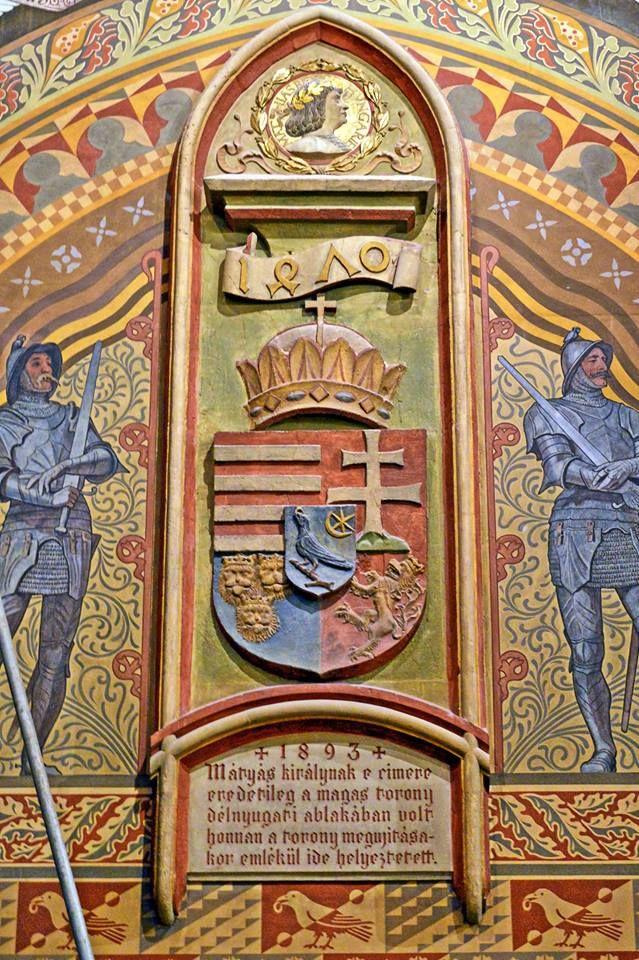 Mátyás király címere a Mátyás templomban. fotó: Sándor Kemecsei