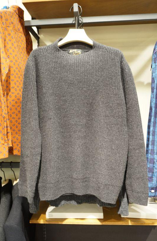 톤 다운된 그레이 컬러와 노 패턴 디자인의 캐주얼 아이템 @롯데백화점 customellow