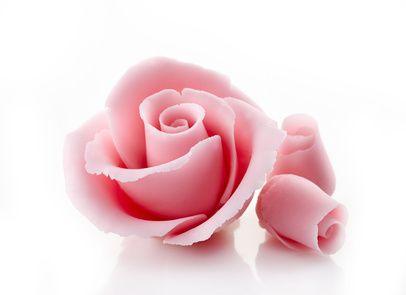Receita de Rosas de Docinho. Aproveite e dê asas a sua imaginação. Com esse docinho delicioso, você pode modelar o que quiser.