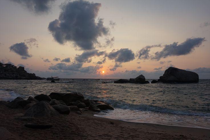 Unser kleines Reisetagebuch… 7 Tag Maed Haad Village und Sairee Beach Am Vormittag verbrachten wir die Zeit im Maed Haad Village von Koh Tao. Maed Haad Village ist der Hauptort von Koh Tao in dem die meisten Tauchschulen, Kleidergeschäfte, Supermärkte, Restaurants, der Pier und einige Massagesalons zu finden sind. Außerdem befindet sich der Sairee Beach …