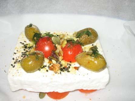 FETA AL FORNO DI PAPE: pomodori secchi, olive nere e verdi, noci, fichi a fette, origano