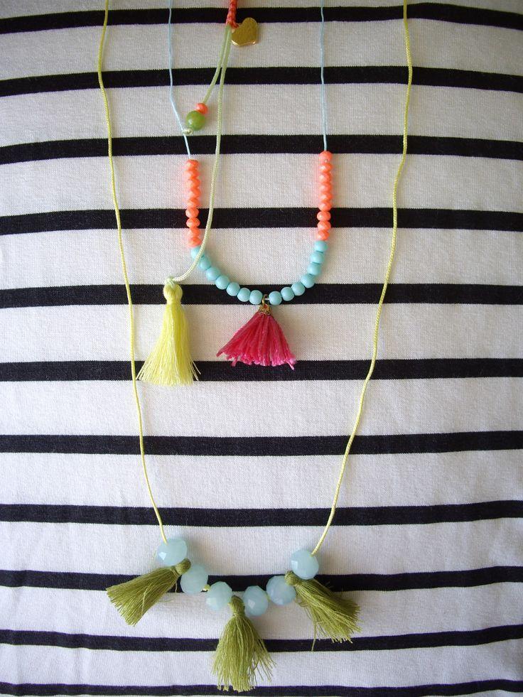 Ιδέες για να ταιριάξετε τις μαρινιέρες σας!  Κρεμαστά με καλοκαιρινά χρώματα. Κωδικός: 10066/1 #jewelleryfromourheart #jewellery #thessaloniki #accessories #pendants #colours #charms #new #summer #ss2016 #tassel #heart #beads