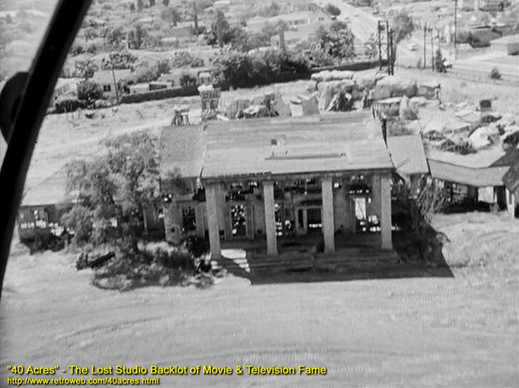 Gone With The Wind's Tara mansion in ruins on the 40 Acres backlot, circa 1959 #backlot #behindthescenes