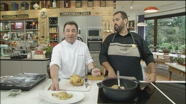 Vídeo: Pollo asado con patatas, con Berasategui y David De Jorge. Vídeo de cocina de Robin Food. Martin Berasategui y David De Jorge cocinan pollo asado.