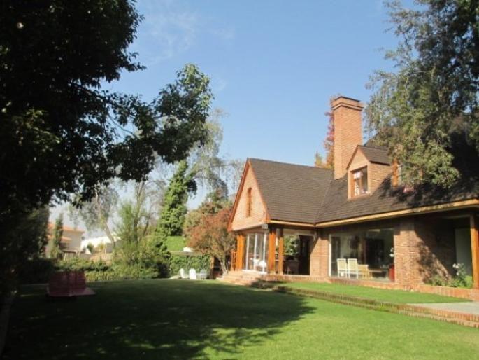 Preciosa casa en Golf Lomas de la Dehesa Informe de Engel & Völkers | T-1421271 - ( Chile, Región Metropolitana de Santiago, Lo Barnechea, Golf Lomas De La Dehesa )