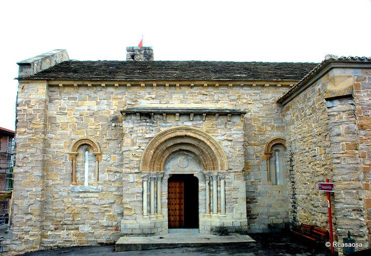 Portada románica de la Encomienda Sanjuanista de Cizur Menor, Navarra :: Albergues del Camino de Santiago
