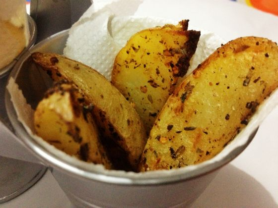 Tem alguém aqui que não curte batata? Acredito que não. E se for apimentada, crocante? Que sonho, né? A receita é super simples, quer ver como faz? Acesse http://gordelicias.biz.