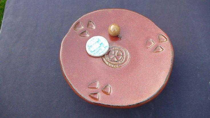 Ceramic plate, noisy.