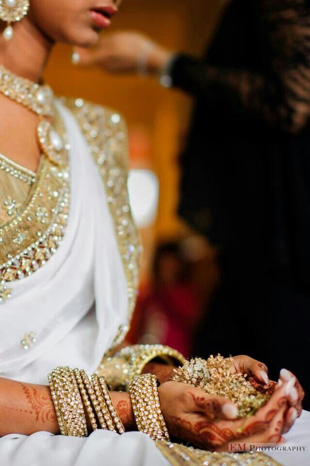 Ordentliche, weiche Tonfarben machen eine hoch entwickelte Hochzeit   – bangles