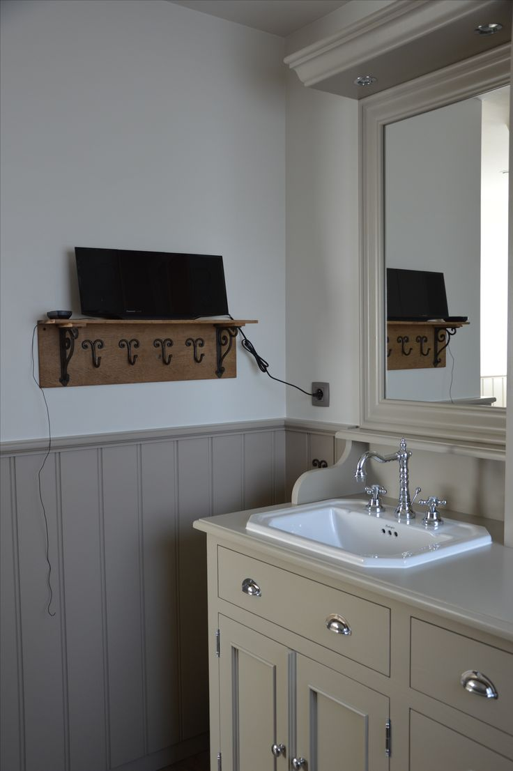 25 best images about landelijke badkamers on pinterest chic bathrooms cd storage and belgium - Badkamer retro chic ...