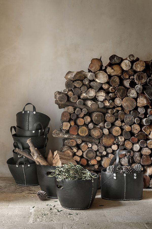 Tadé - Recycled Tyres // Tover een vrachtwagenband om in een originele verpakking voor het kerstpakket, plantenbak, tijdschriften mand... etc.