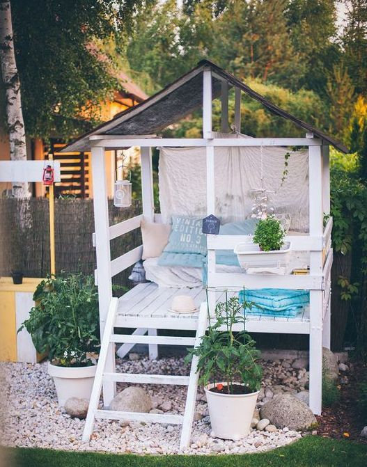 The perfect outdoor reading nook for adults and kids. How sweet is this boho hideaway?!
