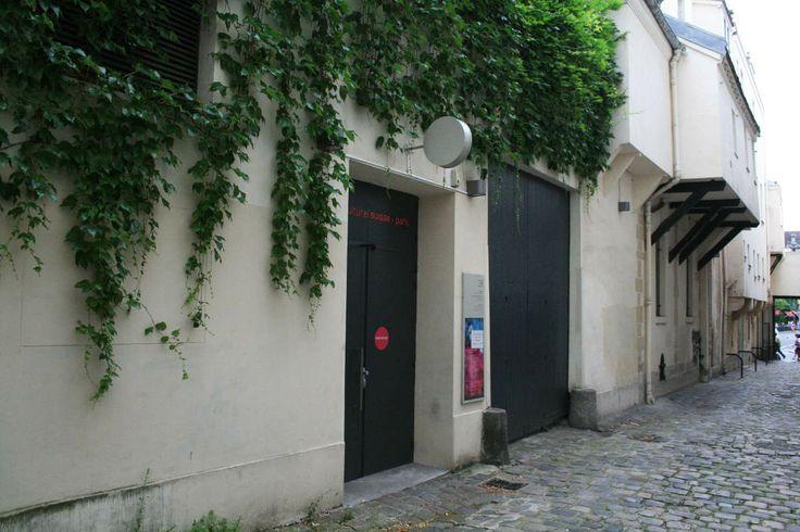 Impasse des Arbalétriers, centre culturel suisse, gallerie door