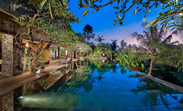Villa Mana Poolside in the Evening