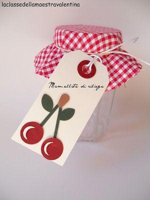 Estate... tempo di conserve e marmellate!   Oggi vi mostro come si possono realizzare, con semplicità, delle tag da mettere sul vasetto d...
