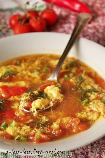 Суп из помидоров с яйцом и соевым соусом