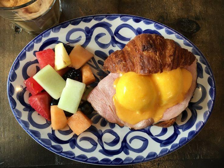 top Toronto breakfast places // threegirlsgoingplaces.com
