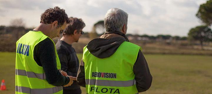 Diventa istruttore di SAPR a Roma!  Ultimi giorni per iscriversi al 1° Corso per Istruttori APR del centro di addestramento AEROVISION che si terrà dal 20 al 22 giugno 2017.   Il programma prevede due giorni di teoria, tre ore di pratica e uno Skill Test finale. Il Corso FI APR è aperto a tutti i piloti di Aeromobili a Pilotaggio Remoto che hanno registrato sul proprio Flight Log almeno 100 missioni (16 ore di volo) e ha come obiettivo acquisire un livello di conoscenza standardizzato per lo…