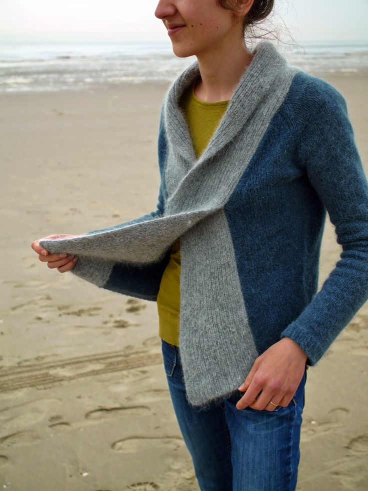 La Biche enlainée: Crossed sweater - I guess you put in on over your head, pullover style though it sorta looks like a cardigan...