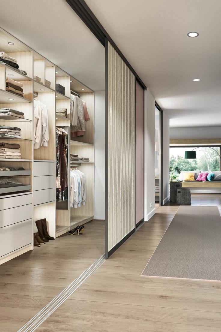 Begehbarer Kleiderschrank mit individuellen Schiebetüren, Beleuchtung, Schubladen, Kleiderpins, Schuhauszügen und mehr