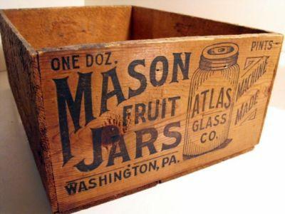 Mason jar wooden crate! I sooooo wish I could find one at the flea market!