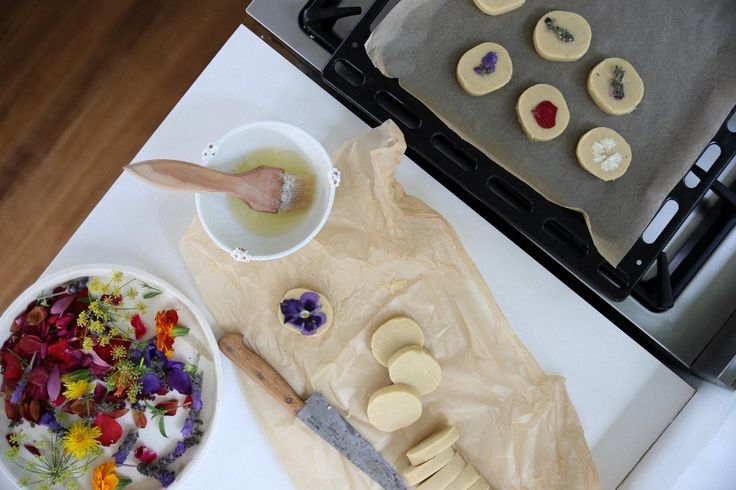 Vanilla, Almond and Orange Zest Shortbread + Guide to Edible Flowers