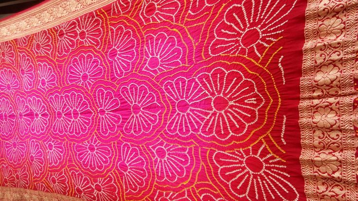 A Must Have Royal Bandhani Dupatta.  Beautiful Floral Bandhani Pattern made on heavy Banarasi Fabric.  Elegant Banarasi Border covers all the four side with fine golden banarasi weaving at ends. Mesmerising color combination of red and pink makes it more gracious.  Don't waste time and buy one now! Occasion: Party Wear  http://www.sankalpbandhej.com/  more details/collaboration call/whatsapp - 9377399299  #sankalpthebandhejshoppe #banrasidupatta #dupattas #bandhanidupatta #tiendye