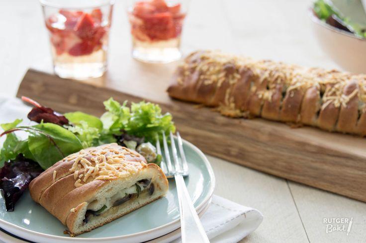 Recept: Gevlochten speltbrood met aubergine en mozzarella
