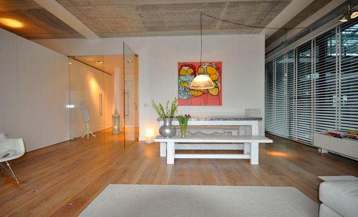 Frank Weil - interieur verbouwd pakhuis - glazen taatsdeuren