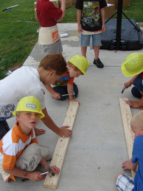 Construction party game - Nailing race