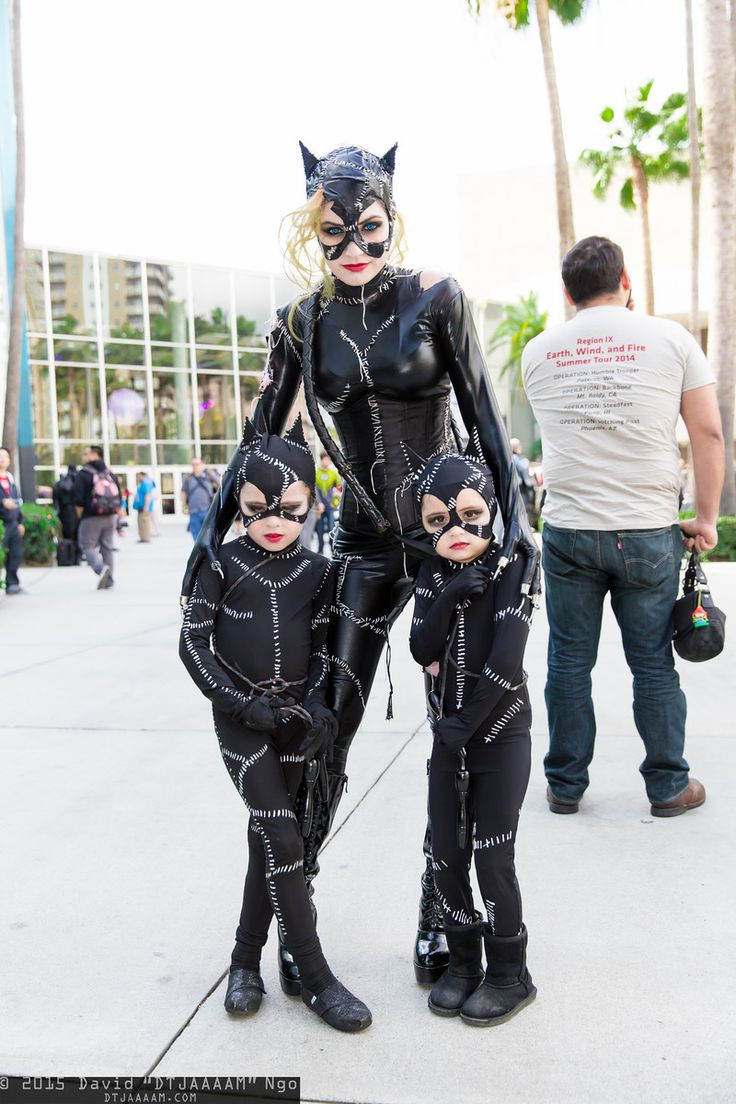Catwoman and her 2 kittens...so cute!! Long Beach Comic Expo, 2015. (Batman, cosplay)