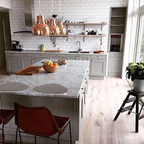 #repost @asteberg_mobler_inredning #fjäråskupan #index #astebergmobler #koppar #kopper #marmor #marble #köksö #köksinspiration #kitcheninspo #design #scandinaviandesign #svenskthantverk #kakel #tile