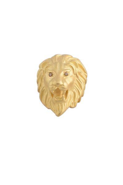 Importante ciondolo raffigurante la testa di leone, di grandi dimensione (2,5×3,5cm)e peso in oro giallo. Gli occhi sono formati da brillanti braun. Puo formare anche un anello date le misure importanti per una mano grande. ///// ENGLISH ////  Important pendant, large sized (25×35 mm), depicting a lion's head, in yellow gold. The eyes are made of brown diamonds. It can also be used as a ring given its big size, for those who have a big hand.