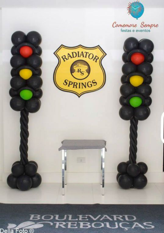 Birthday Party Ideas - Blog - CARS THEMED BIRTHDAY PARTY IDEAS -WOW DETAIL : The balloon stoplights