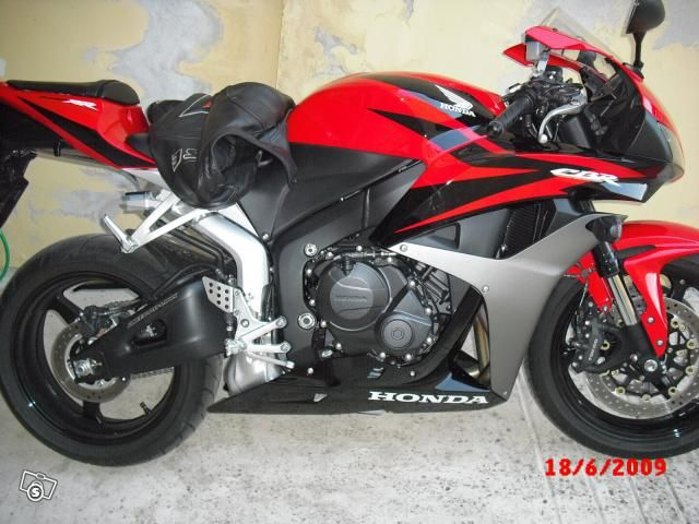http://www.autoscout24.it/Moto/Details.aspx?id=240742079