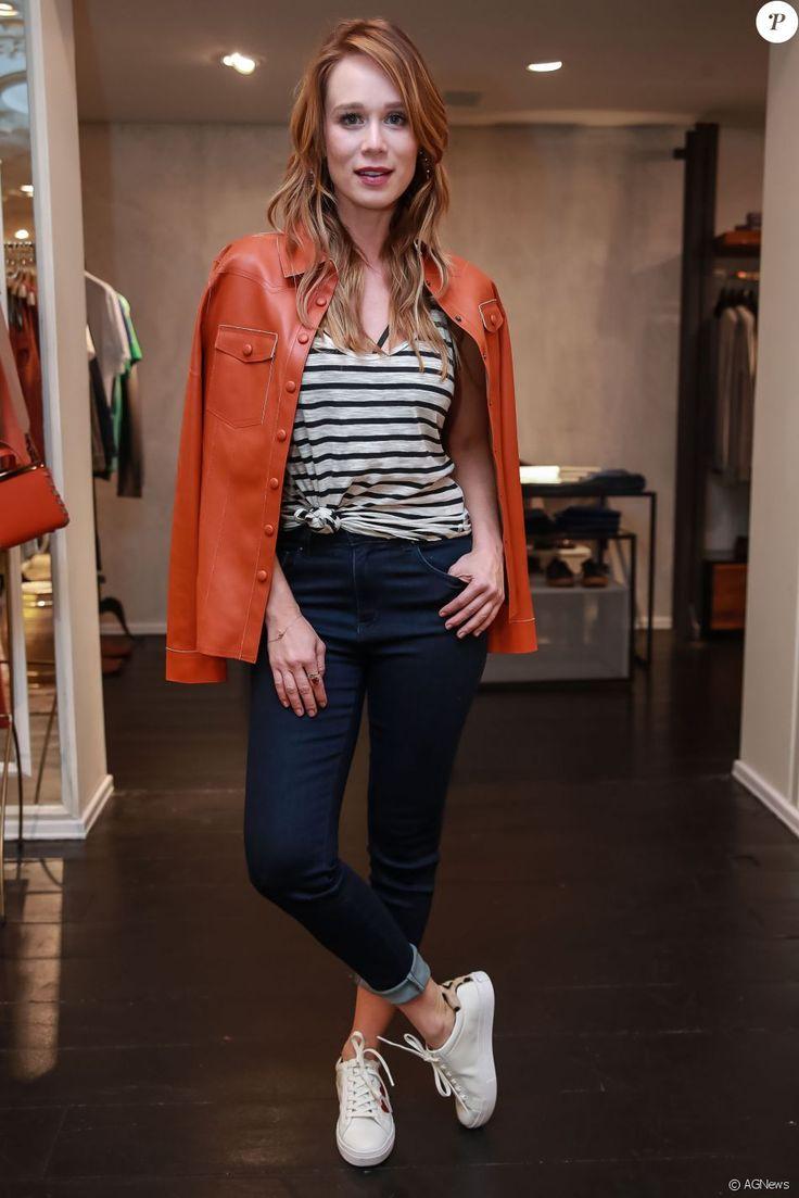 looks para o inverno: mariana ximenes aposta no jeans + camiseta listrada + jaqueta de couro