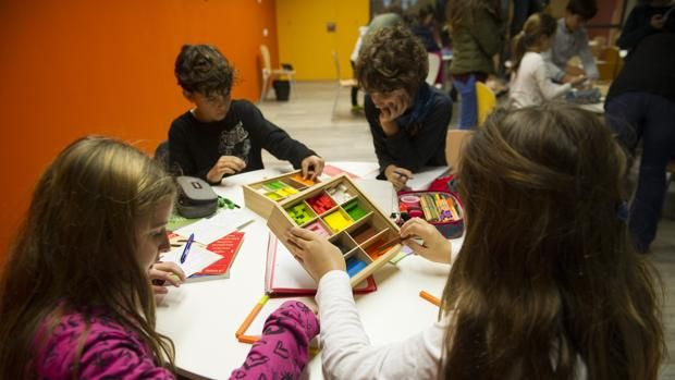 Casi 600 centros y 20.000 maestros de la educación concertada en Andalucía temen el cierre de aulas #colegioAndévalo #Sevilla #ColegioBilingüe